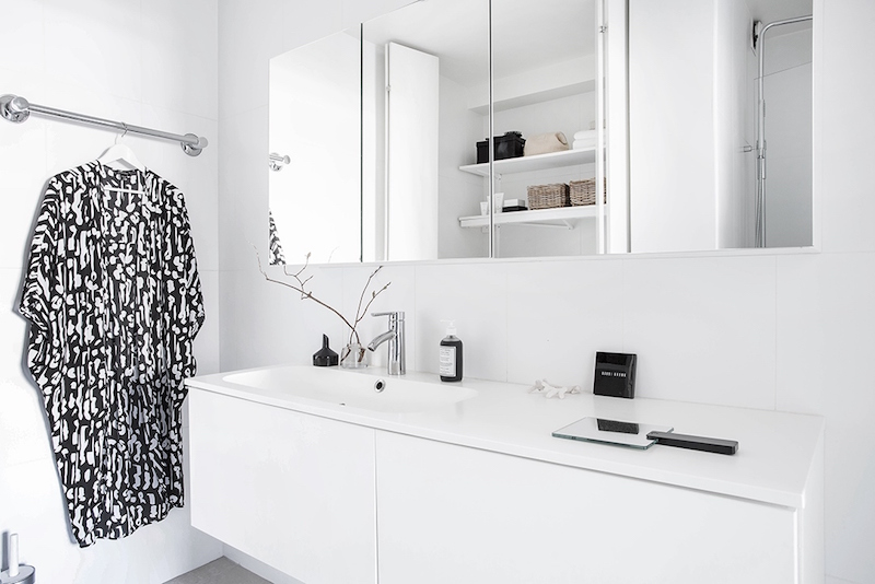 minimalist-white-scandinavian-bathroom-design