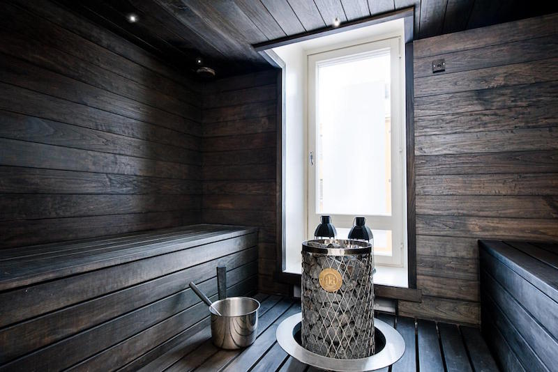 modern-black-white-interior-design-with-stylish-details-sauna
