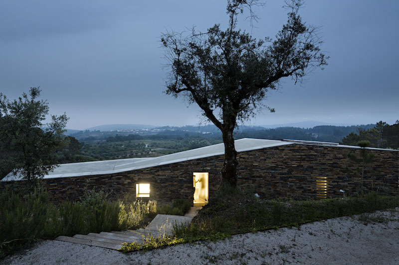night-lighting-gateira-house-camarim-arquitectos