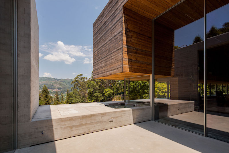 outdoor-bath-geres-house-carvalhoaraujo