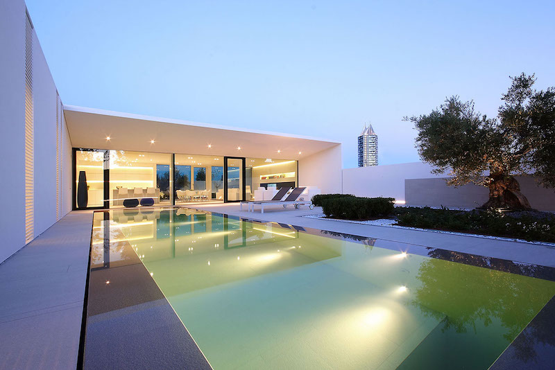 pool-lighting-ultra-modern-pool-villa-jesolo-lido