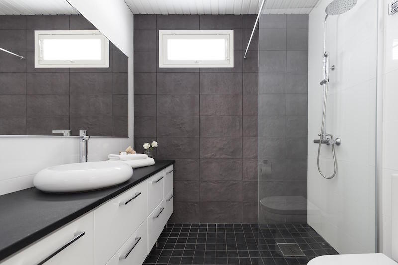 scandinavian-black-and-white-design-decor-bathroom