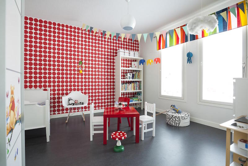 scandinavian-black-and-white-design-decor-dotted-red-wallpaper