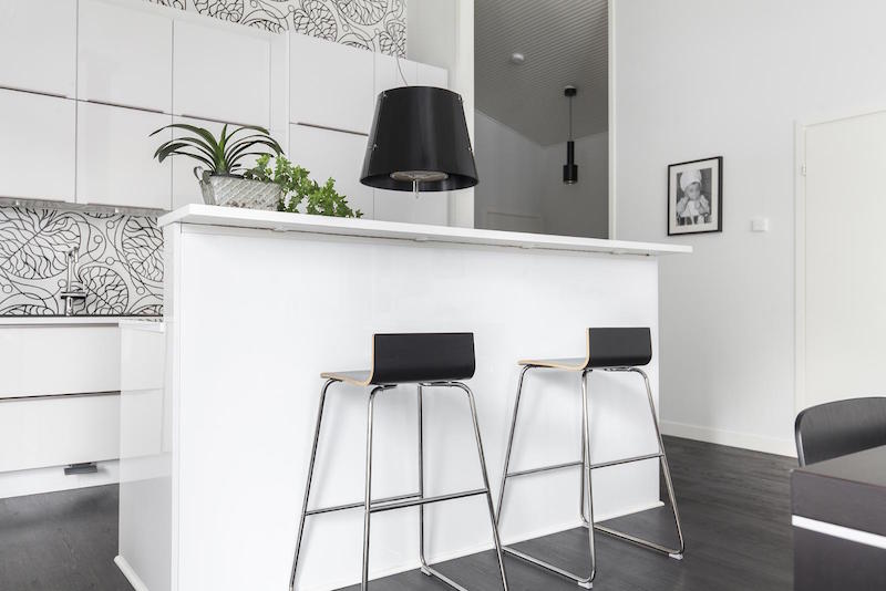 scandinavian-black-and-white-design-decor-kitchen-island