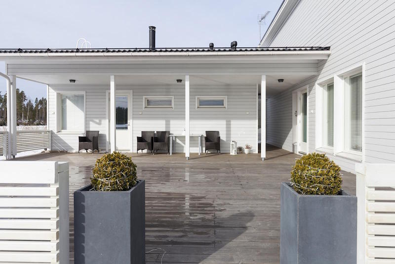 scandinavian-black-and-white-design-decor-terrace
