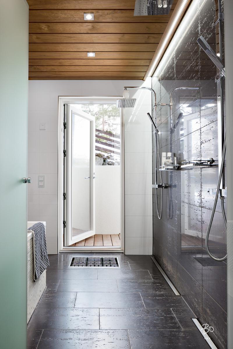 scandinavian-elegance-bathroom-door