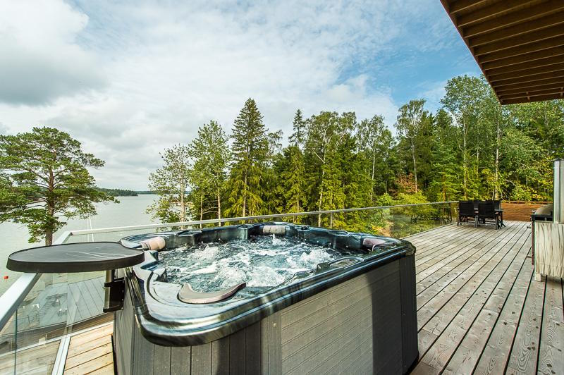 scandinavian-elegance-outdoor-bath