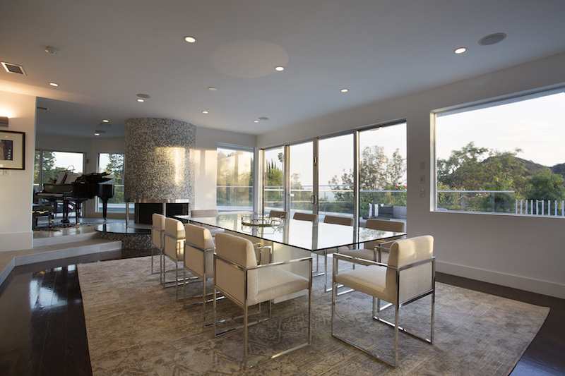 contemporary-retreat-lifestyle-dining-area