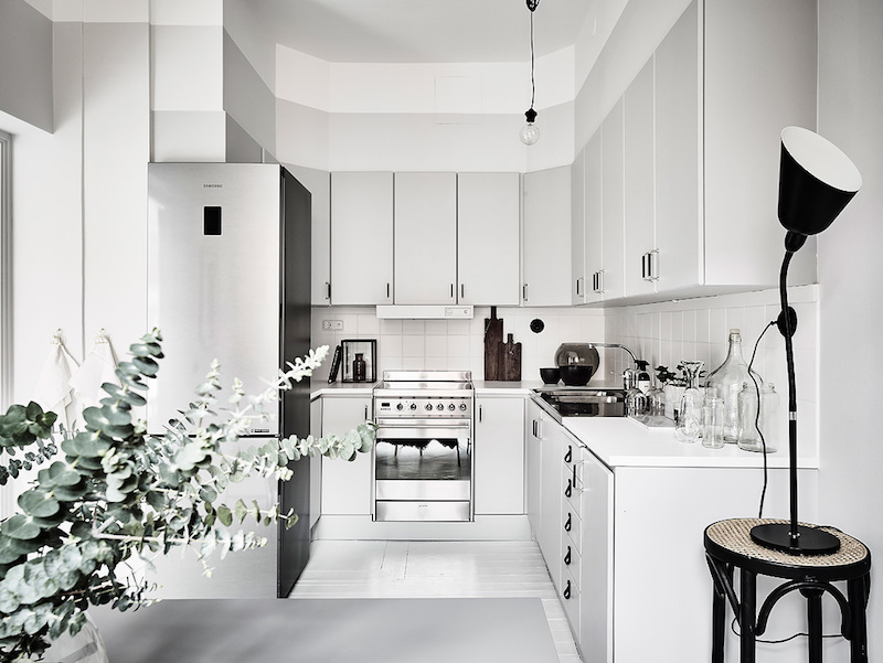 contrast-with-white-decor-style-kitchen-design
