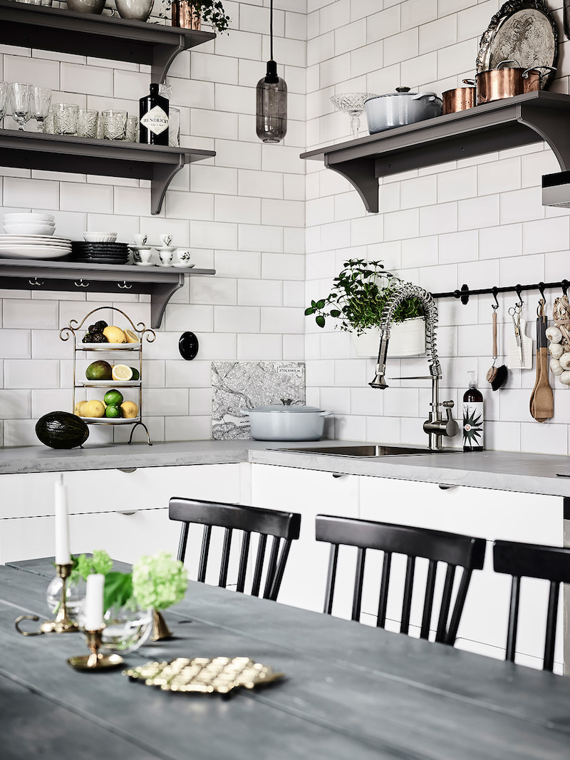 decor-details-scandinavian-interior-design-kitchen-open-shelves