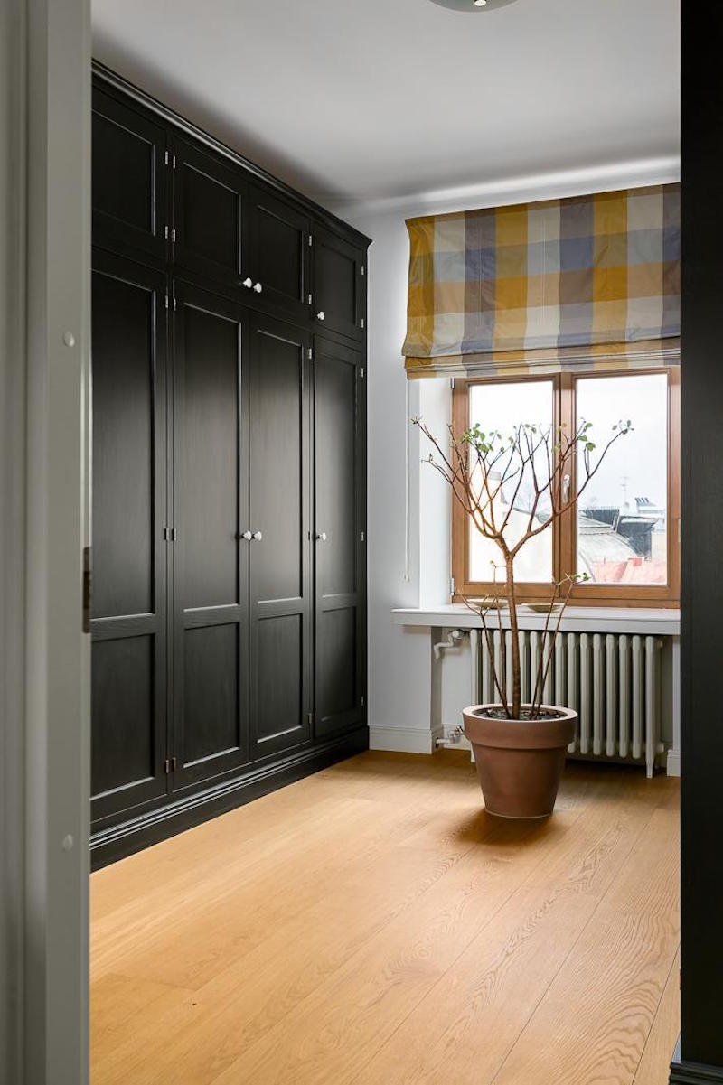 elegant-nordic-home-decor-black-cabinets