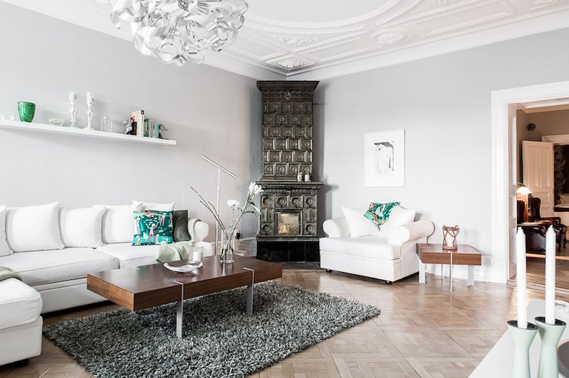 interiors-modern-antique-living-room-fireplace
