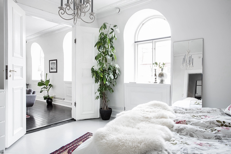 scandinavian home design combining white, black and original decor
