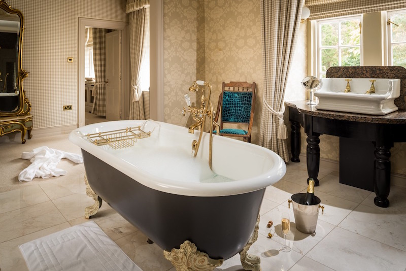 unique-home-stays-florin-luxury-bathroom