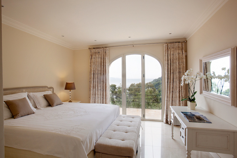 corfu-villa-ferretti-bedroom-bright