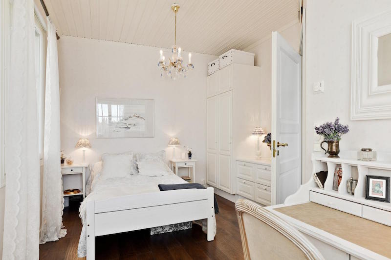 sea-house-white-bedroom