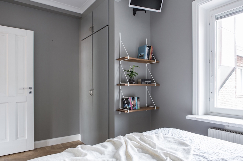 small-two-room-apartment-scandinavian-bedroom