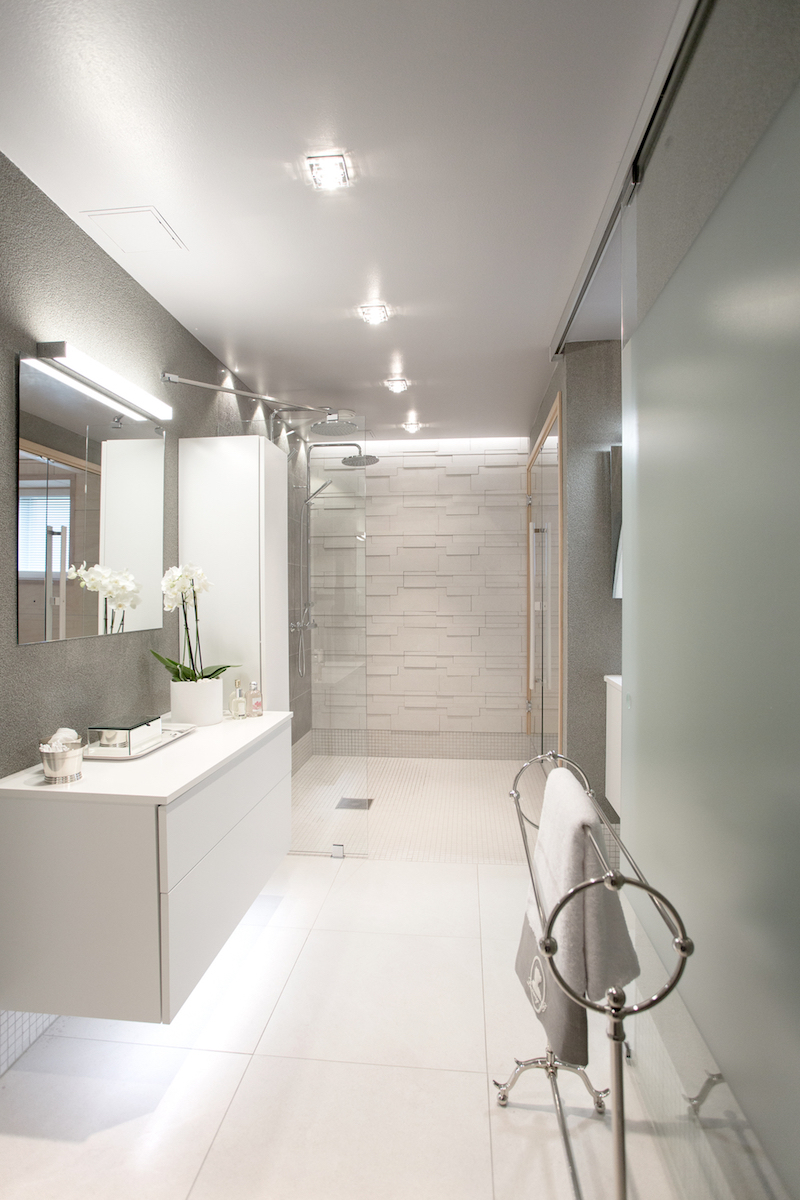 white-home-spa-milla-alftan-bathroom