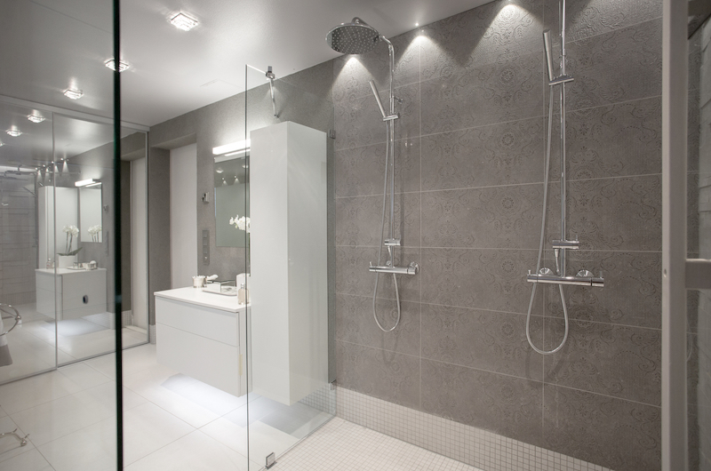 white-home-spa-milla-alftan-showers