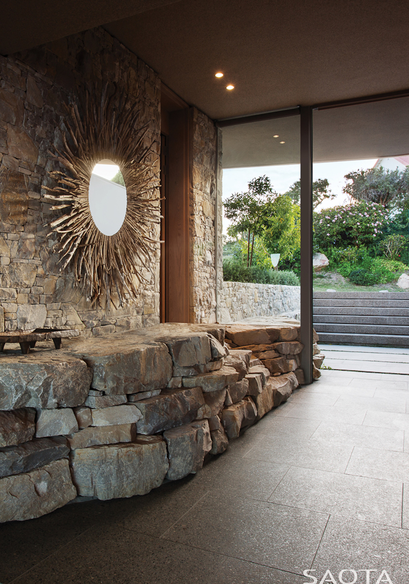beachyhead-luxury-nature-entrance-stone