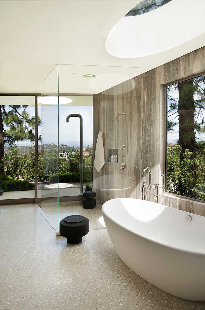 contemporary-home-beverly-hills-bathroom
