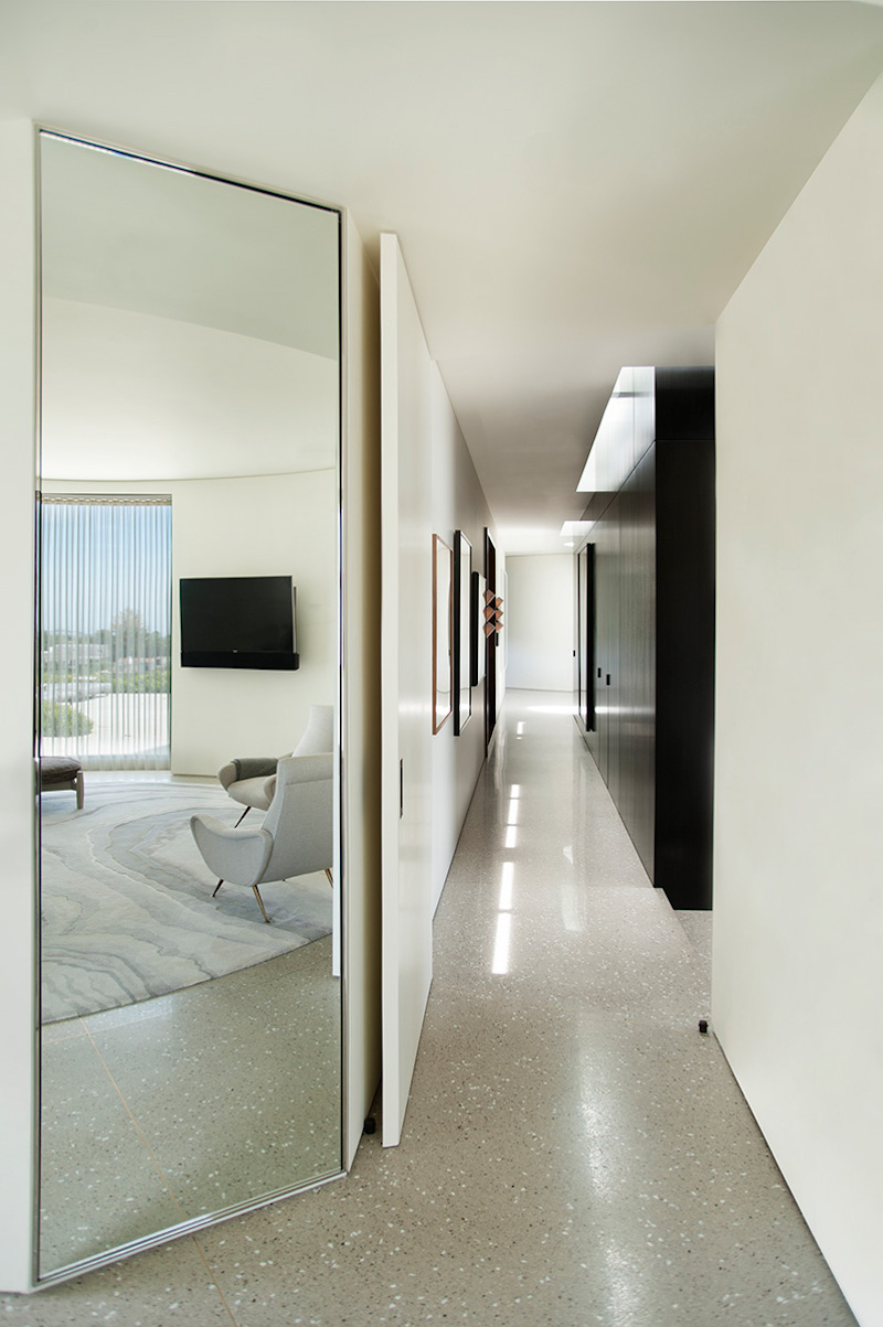 contemporary-home-beverly-hills-passage