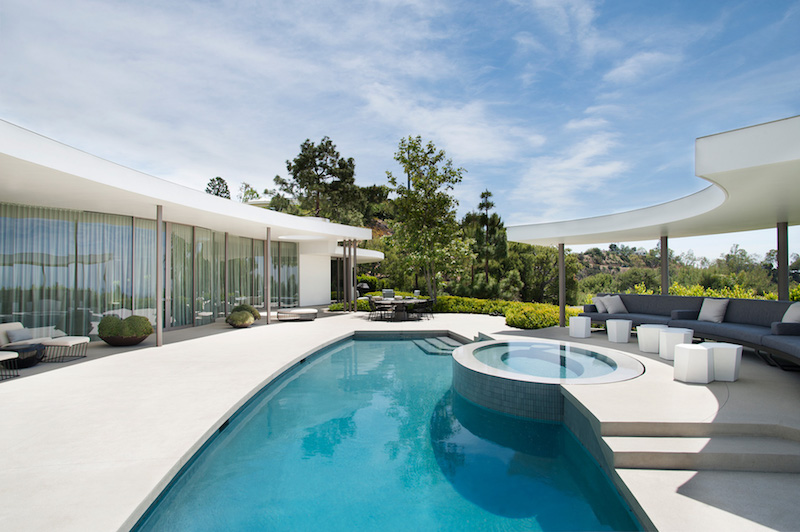 contemporary-home-beverly-hills-pool-terrace
