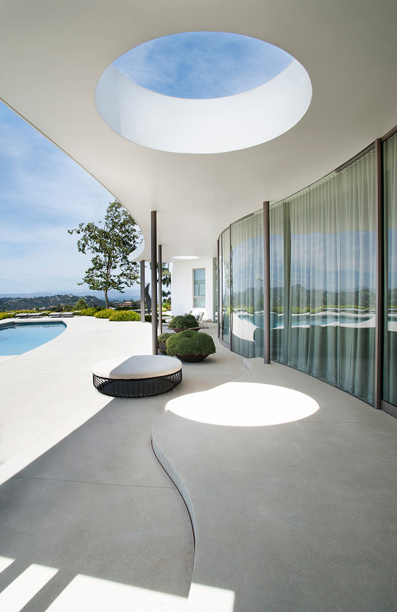 contemporary-home-beverly-hills-terrace-architecture