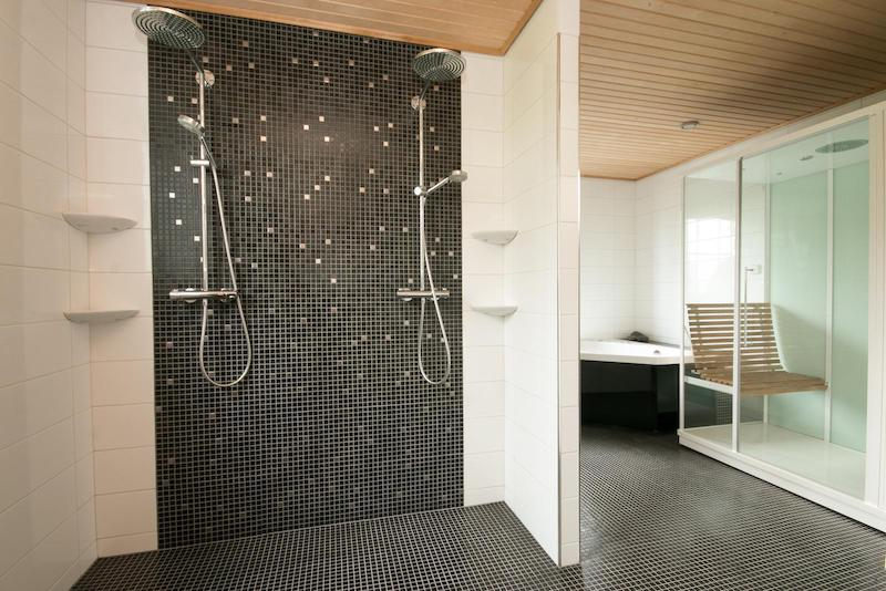 lapland-villa-spa-showers