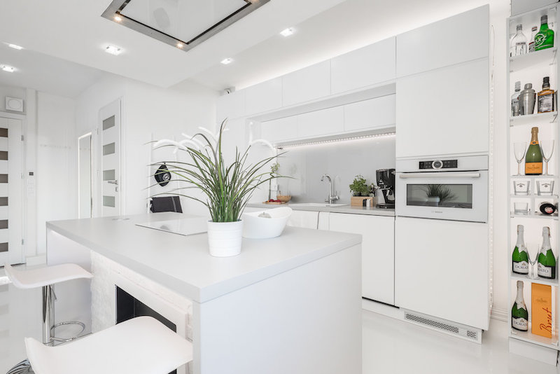 white-interior-small-apartment-storagespace