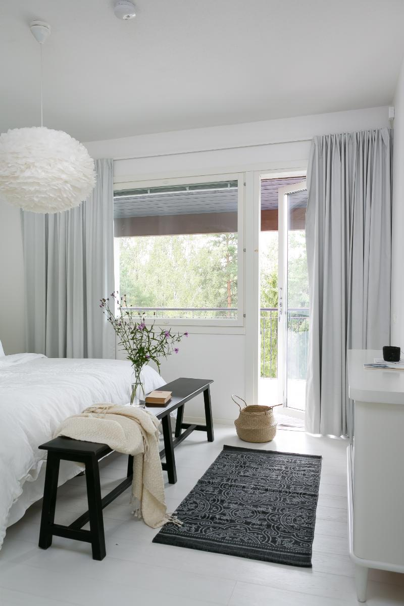 black-white-interior-scandinavian-bedroom