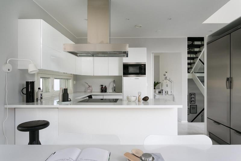 black-white-interior-scandinavian-kitchen