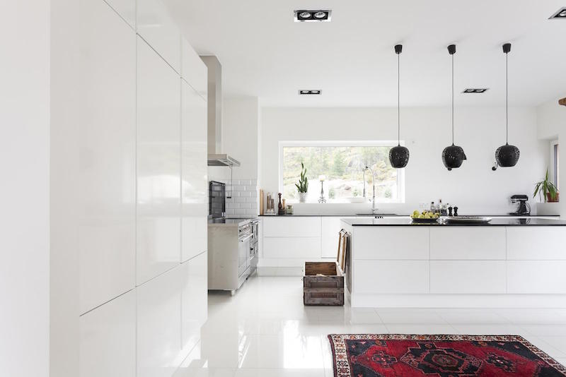 Modern House By The Sea White Interiors 3