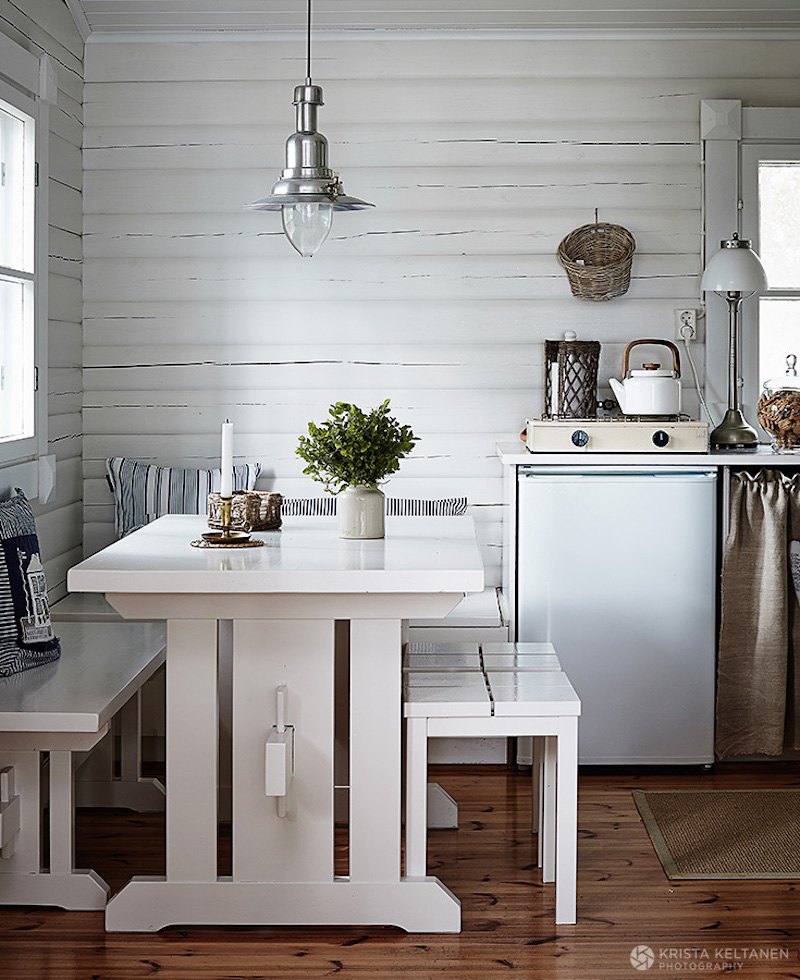 Warm kitchen colors - Nordic Summer House Meets Beach House Style
