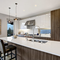 Wooden tones and glossy white in the kitchen